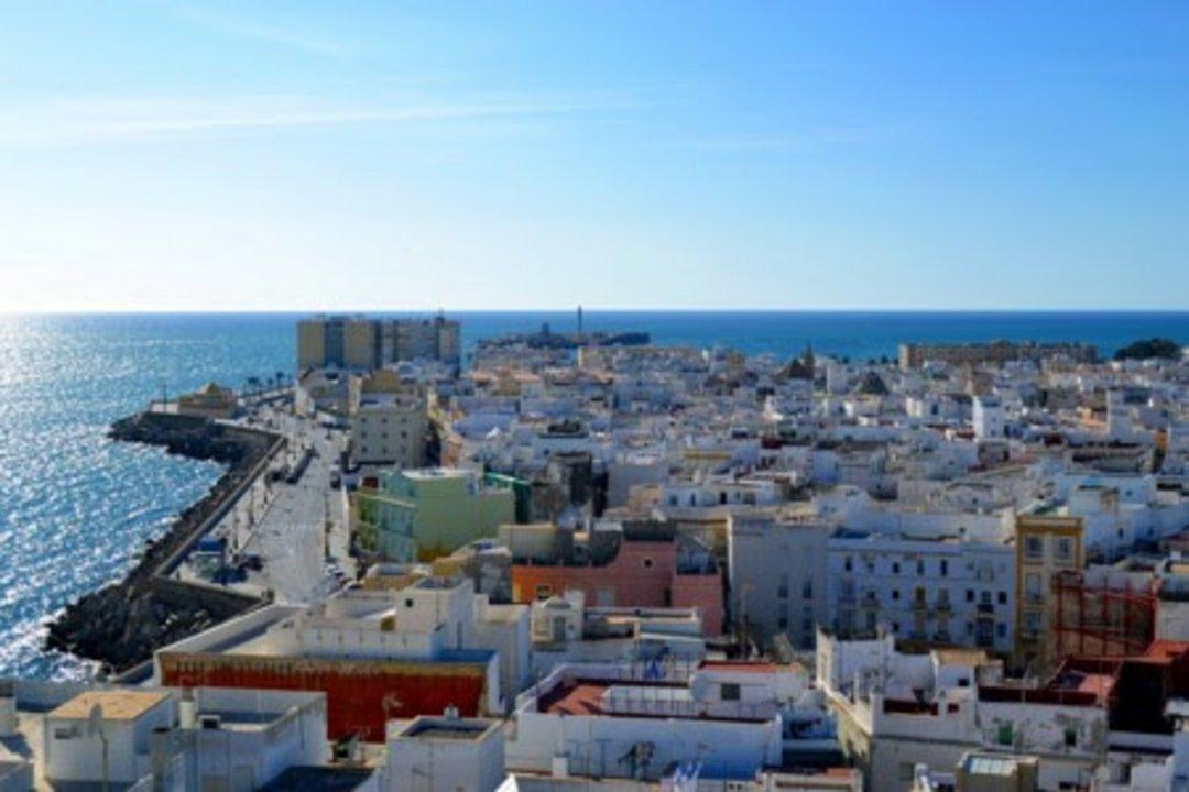 En la actualidad, Cádiz es la capital de su provincia homónima y un pedazo de historia de la España moderna, gracias a la promulgación aquí de la Constitución de 1812.