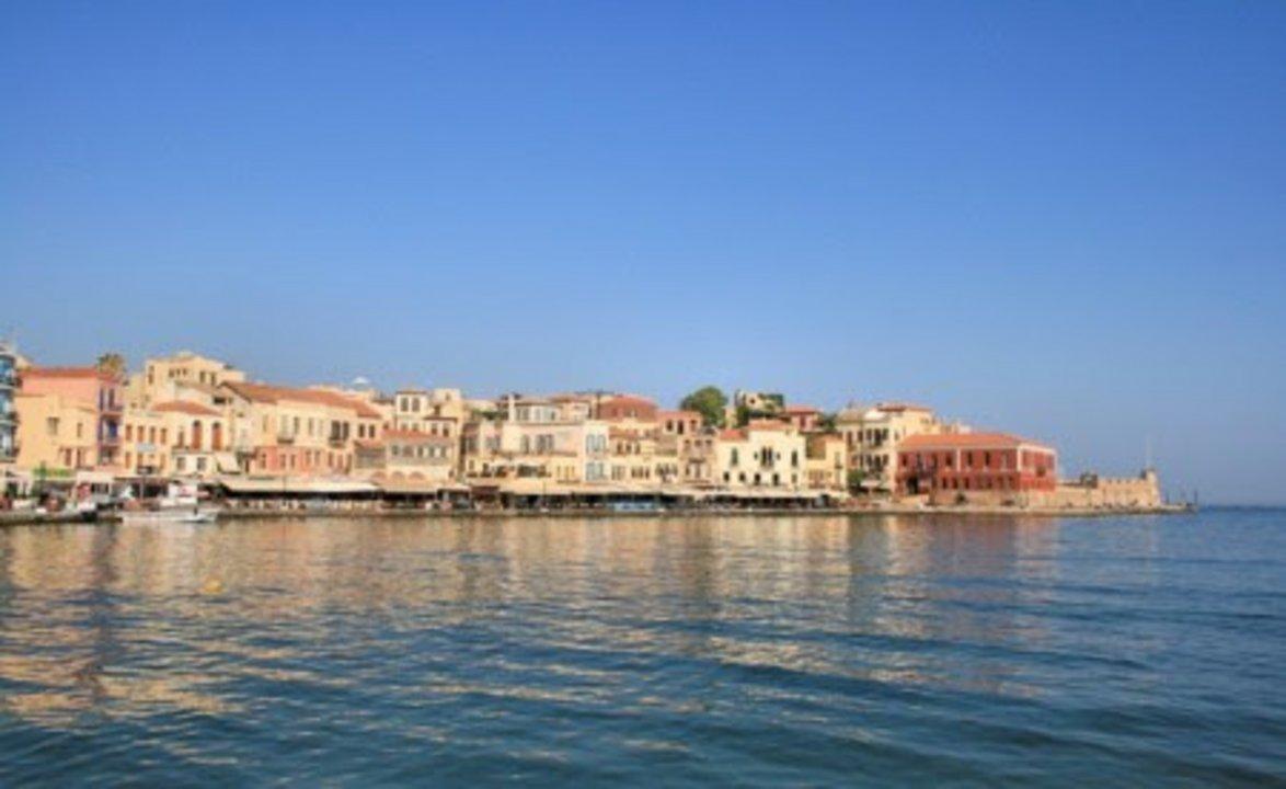 Hoy, La Canea es uno de los muchos pueblos marítimos griegos que depende en gran medida del turismo. Su historia, además, al pertenecer a Creta, es riquísima: hay vestigios en ella del Imperio Bizantino, del poderío comercial y militar de Venecia y, por supuesto, del larguísimo Imperio Otomano.